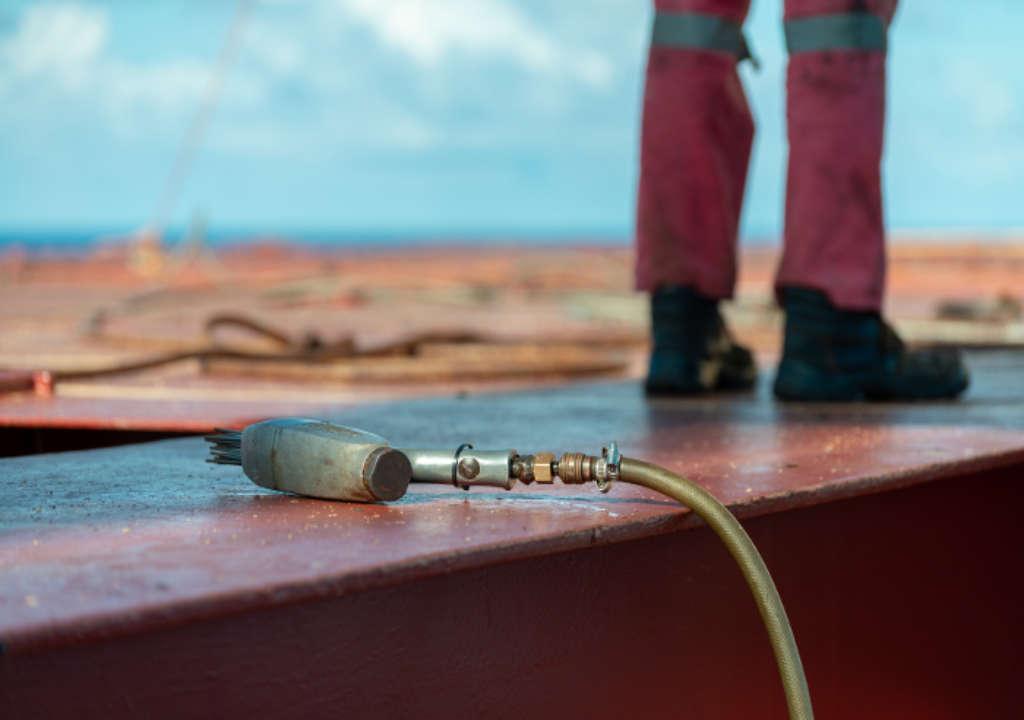 Druckluftentroster, auch Druckluftnadler genannt nach dem Rost entfernen